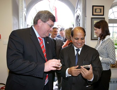 Riječki gradonačelnik s predsjednikom Međunarodne hostelske federacije (foto: FaH, Miljenko Klepac)