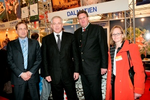 Prime Minister Ivo Sanader and Minister Božidar Kalmeta at the Munich fair (photo: Alex Schelbert)
