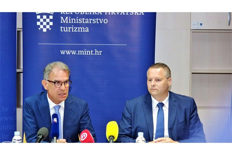 U prvih šest mjeseci 2019. godine u Hrvatskoj 6 posto više turista IMGP7875